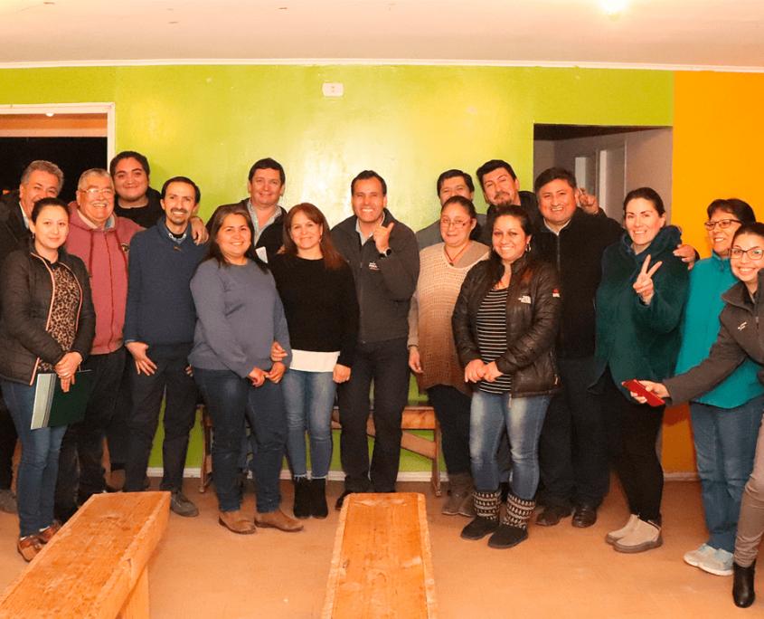 villa los viñedos foto grupal con alcalde.jpg